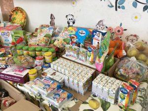 Пожертвованные дому трудолюбия Ной продукты и детское питание