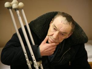 Бездомный мужчина в центре социальной адаптации. Фото: ИТАР-ТАСС/ Дмитрий Рогулин