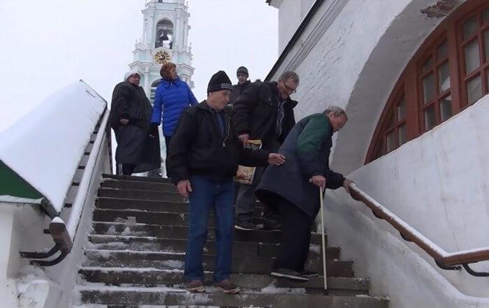 Инвалиды Дома Трудолюбия Ной в Лавре
